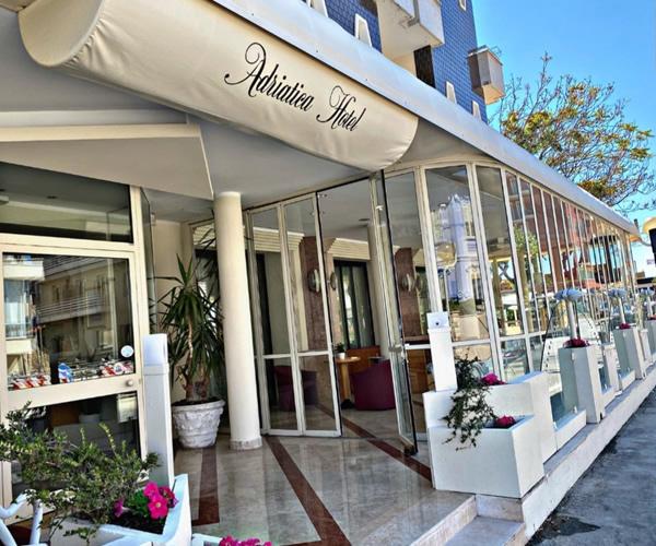 Hotel Adriatica sul lungomare di Viserba