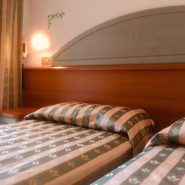 Hotel_Adriatica-matrimoniale-letti-singoli_5