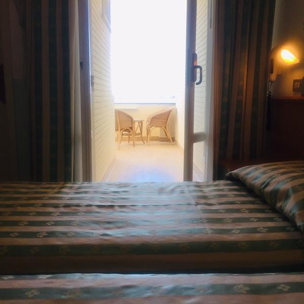 Hotel_Adriatica-matrimoniale-letti-singoli_2