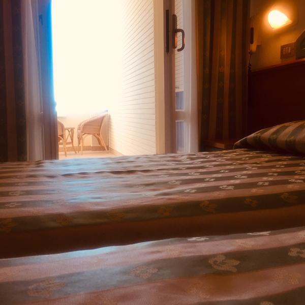 Hotel_Adriatica-matrimoniale-letti-singoli_4